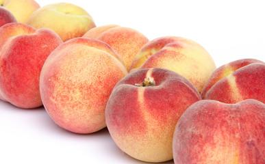 Ripe peaches aligned diagonally
