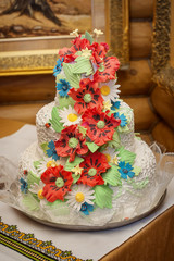 wedding cake with red poppies