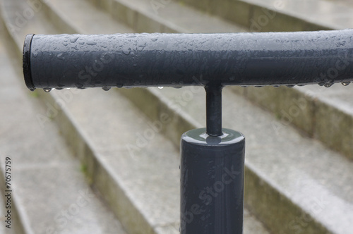 canvas print picture Treppengeländer mit Rostschutzlack im Regen