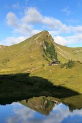 Rote Spitze und Landsberger Hütte mit Spiegelung im See