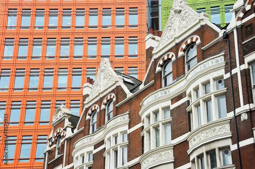 canvas print picture Gebäude mit Gegensatz in London
