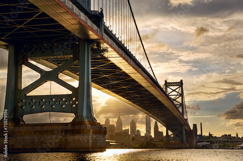 Ben Franklin Bridge above Philadelphia skyline at sunset, US © Oleksandr Dibrova