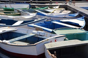 barcas en un muelle