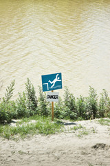 Signal danger of falling into the water