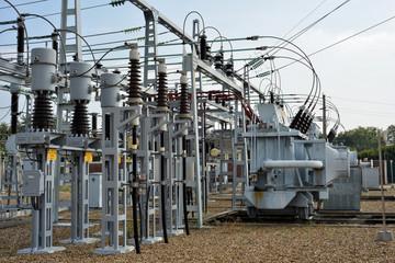 ligne électrique moyenne tension avec transformateur