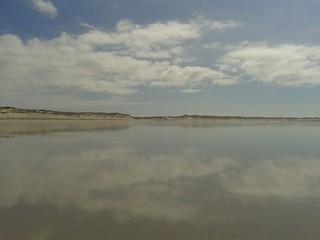 Spiegelung im nassen Sand