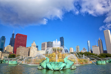 Chicago skyline and Buckingham Fountain , IL, US