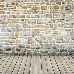 Raum mit Steinwand