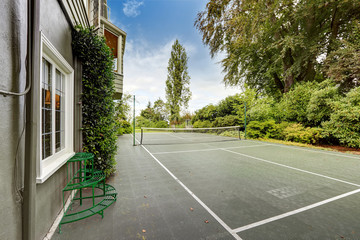 House with tennis court. Tacoma real estate