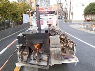 焼き芋屋の移動販売車
