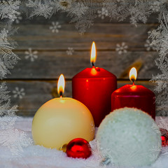 Kerzen im Schnee