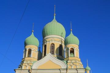зелёные купола церковного собора