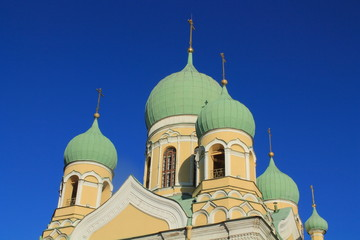 зелёные купола собора