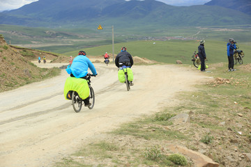 mountain bike rides along the high mountains of tibet, china