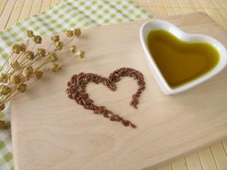 Ein Herz aus Leinsamen und Leinsamenöl