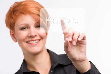 Junge Frau entscheidet sich für Karriere