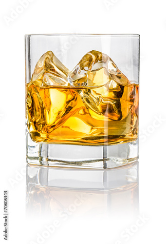 Foto op Aluminium Alcohol Tumbler mit Whisky on the rocks
