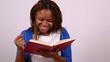 afrikanerin liest ein buch