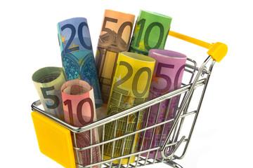 Einkaufswagen mit gerollten Banknoten