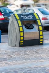 Poubelle  de recyclage emballages journaux