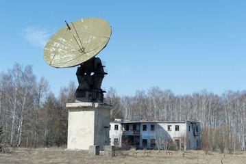 Параболическая антенна заброшенной радио-обсерватории