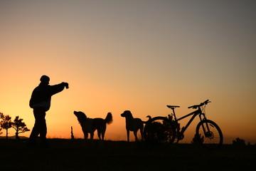 doğa ve hayvansever bisikletçi