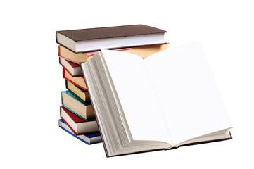 Стопка книг и раскрытая книга без текста