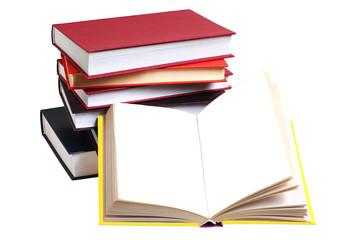 Куча книг и раскрытая книга без текста