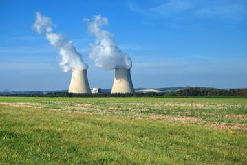Centrale Nucléaire avec deux tours de refroiddisement