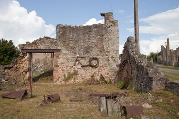 Dans les ruines d'Oradour-sur-Glane
