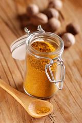 curry nel barattolo di vetro ermetico
