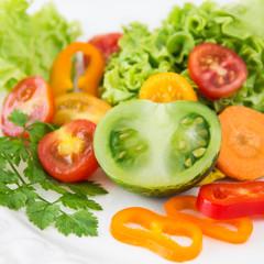 Salat mit grünen Tomaten
