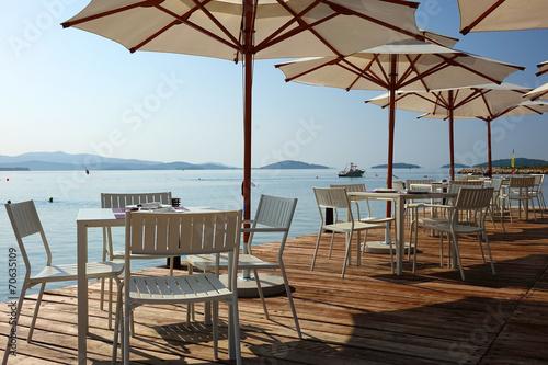 In de dag Buffet, Bar Terrasse d'un bar en bord de mer