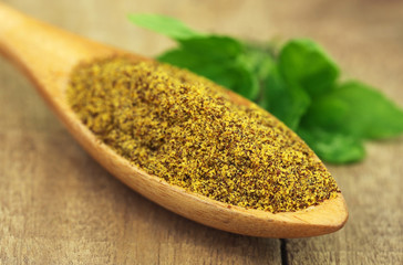 Grated mustard seeds with green herbs