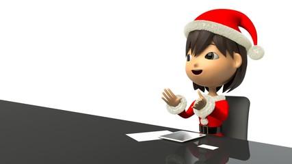 インタビューを受けて話すクリスマス衣装の女性