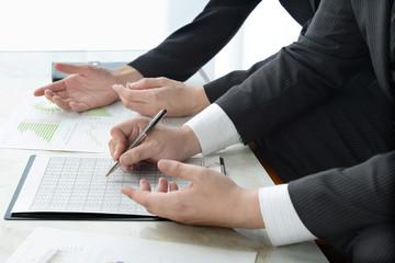 ビジネスイメージ―応接室でのミーティング