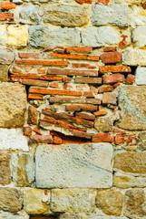 Muro di mattoni e pietra, antico, rovina