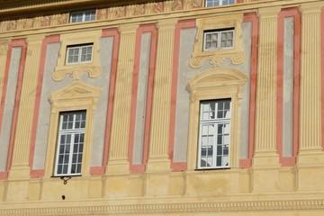 particolare della facciata del palazzo ducale