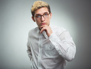Young man looking to the camera wearing glasses