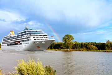 Kreuzfahrt mit Regenbogen