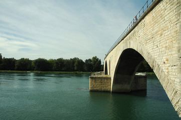 Ponte d'Avignone in estate, Provenza, Francia