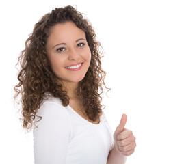 Glückliche junge Frau isoliert mit Daumen hoch macht Empfehlung