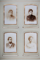 Foto-Album mit historischen Fotos von Frauen, retro, vintage