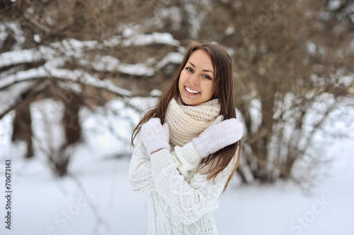 canvas print picture Winter portrait of beautiful smiling woman
