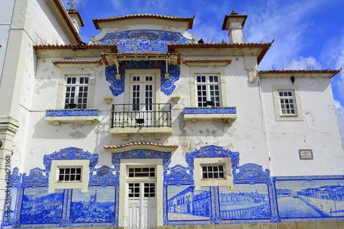 Fotobehang Treinstation Fachada de la estación de Aveiro. Portugal