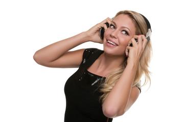 DJ, DJane greift Kopfhörer