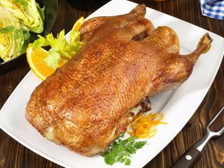 Knusprige Ente mit Spitzkohl