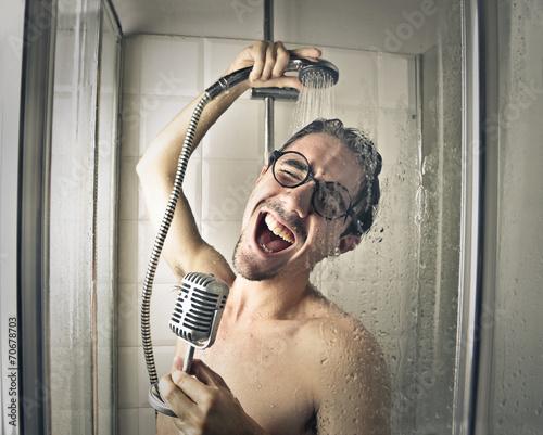 Leinwanddruck Bild Singing in the shower