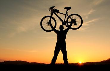 bisikletle doğada kucaklaşmak