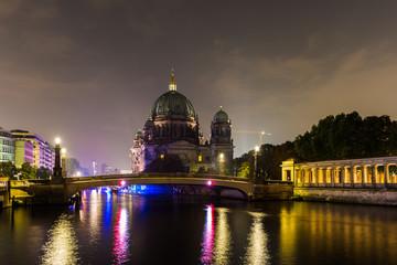 Berliner Dom bei Nacht